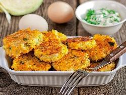 Пържени картофени кюфтета с кисело зеле в галета или царевично брашно - снимка на рецептата